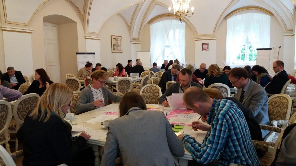 na zdjęciu widać spotkanie w ramach konsultacji społecznych w Urzędzie Miasta Poznania