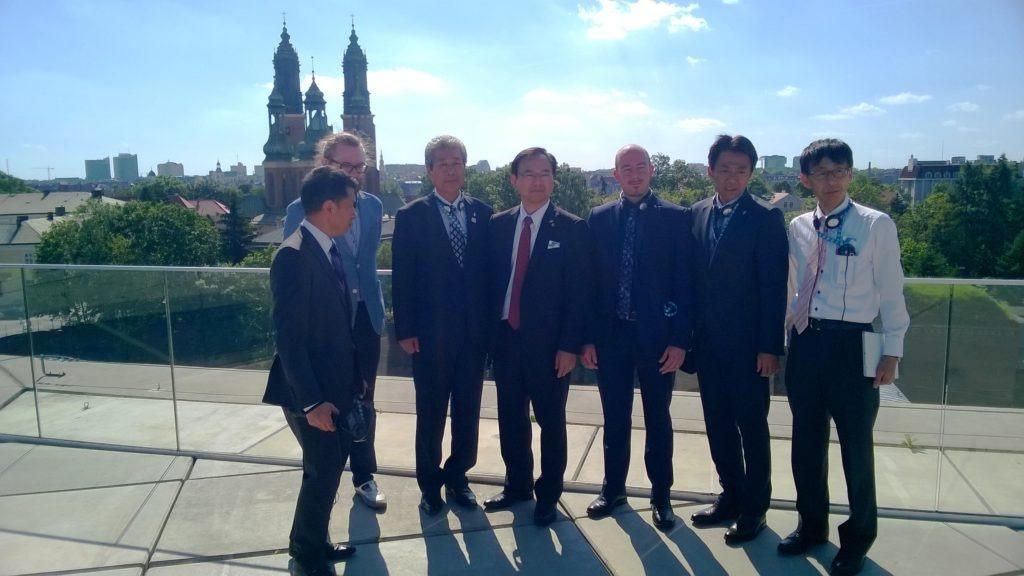 na zdjęciu widać przedstawicieli delegacji z Japonii w Poznaniu