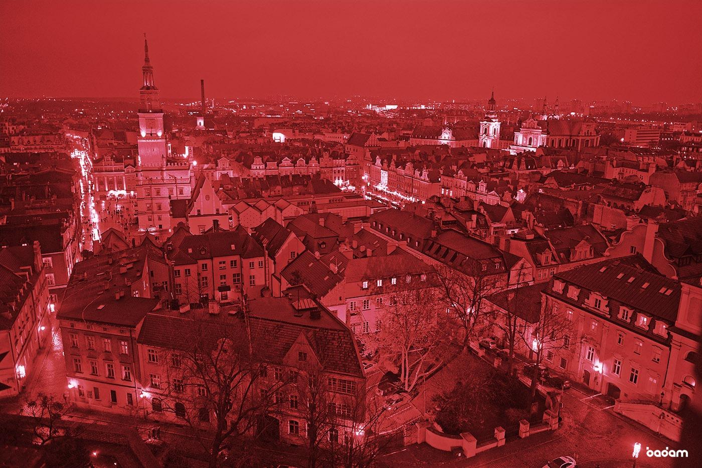 Na zdjęciu widzimy nocną panoramę Poznania